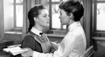 """""""Kahekümnendate aastate saksa noorte kunstiinimeste hulgas purustati nii usulisi, poliitilisi kui seksuaalseid tabusid meelsasti niihästi teatrilaval kui trükisõnas."""" Üheks tähelepanuväärsemaks näiteks homoseksuaalsusest kinokunstis on 1931. aasta film """"Mädchen in Uniform""""."""